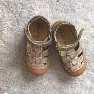 Gold Naturino sandals sz 22 ( probably sz 5)